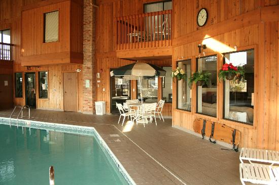 Baymont Inn & Suites Battle Creek Downtown: Pool Area