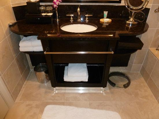 Mandarin Oriental, New York: Bathroom