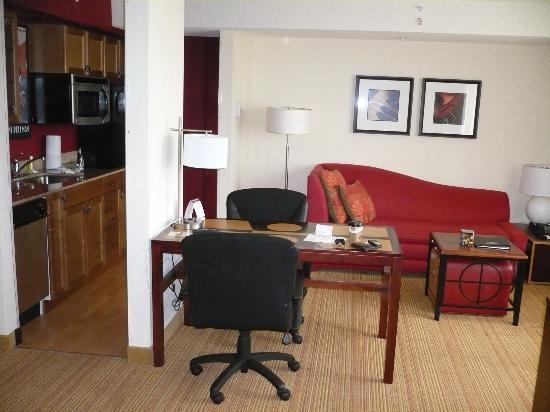 Residence Inn London Downtown: Hotel's room