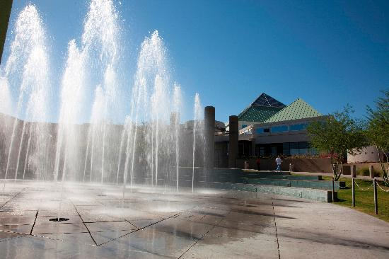 Glendale, AZ: Fountains at Arrowhead Mall