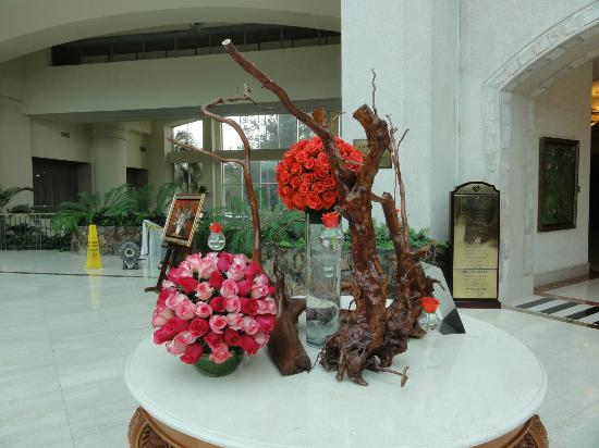 JW Marriott Hotel Quito: Beautiful Floral Arrangements