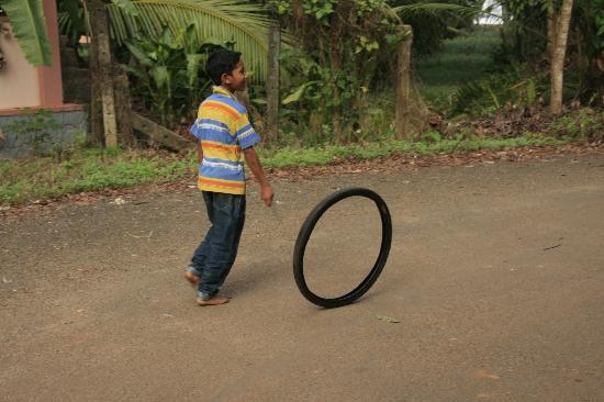 Nelpura Heritage Homestay: Kids playing 