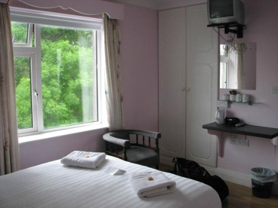St. Jude's Lodge : Double room - what you see is all you get!