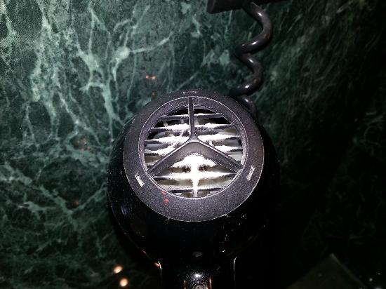 Hotel Vilamari: mold in the hairdryer