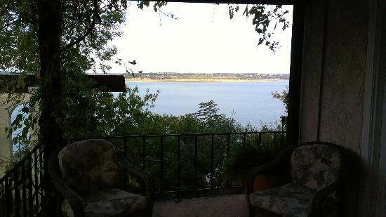 The Lakehouse Bed and Breakfast: Patio view