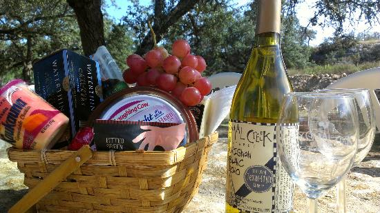 The Lakehouse Bed and Breakfast: The basket that was arranged for our wine tasting trip (wine not included)