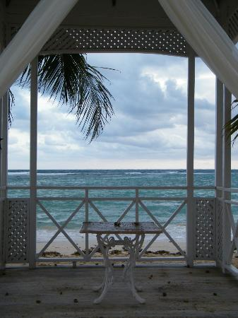 ClubHotel Riu Ocho Rios: Wedding Gazebo from Beach