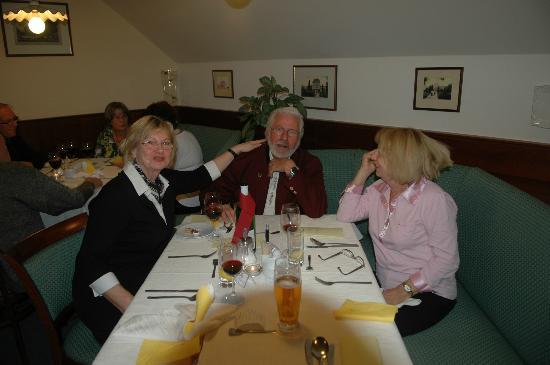 Hotel Komorni Hurka: Abendessen ab 18:00 Uhr