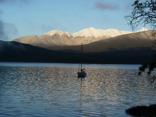 Kingsgate Hotel Te Anau: Lake view in the morning