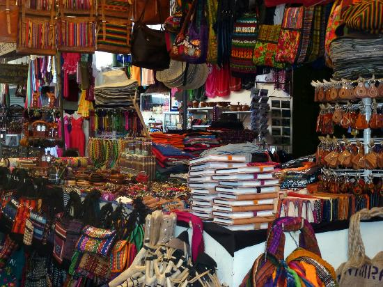 Macua Tours & Travel: Shopping in Masaya