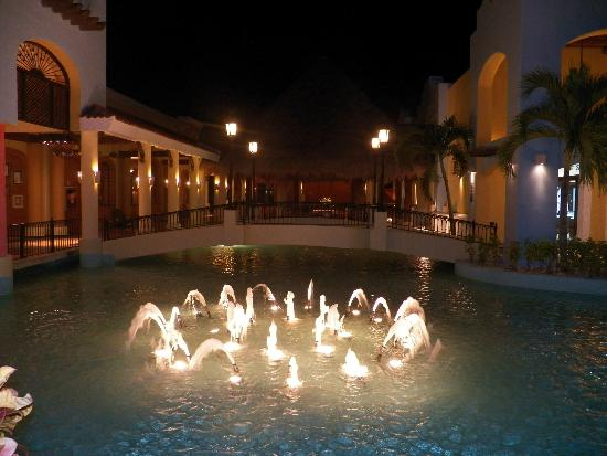 Iberostar Paraiso Lindo: Fountains lit up at night