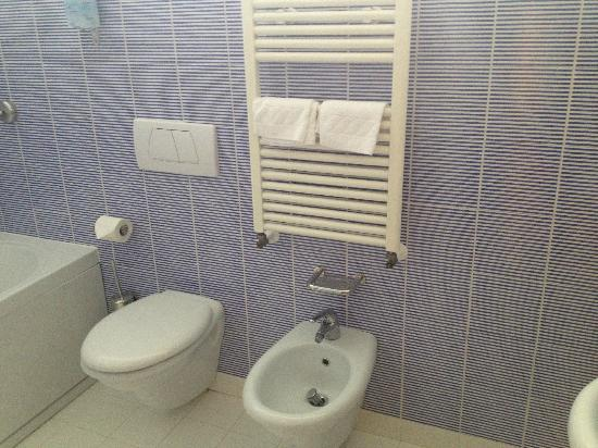 BEST WESTERN Bologna Hotel - Mestre Station: hot towel rail