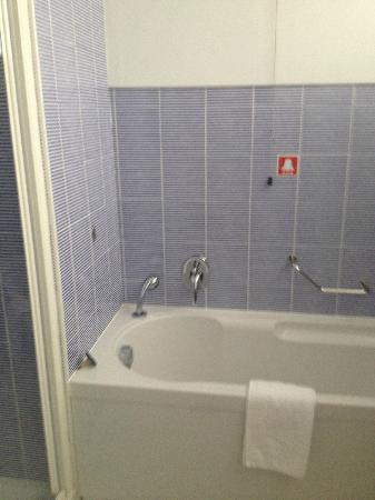 Best Western Plus Hotel Bologna: bath