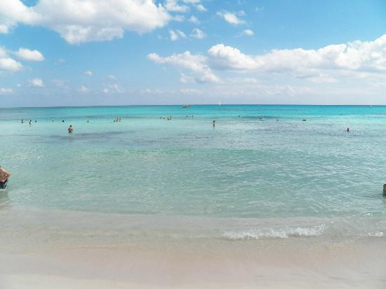 Iberostar Paraiso Lindo: Calm ocean water