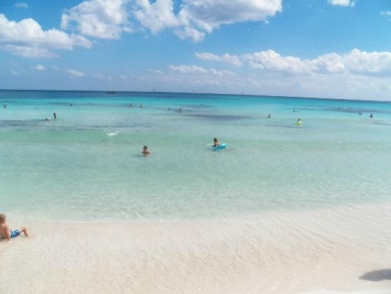 Iberostar Paraiso Lindo: Calm ocean waters