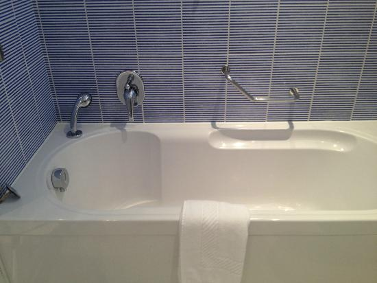 Best Western Plus Hotel Bologna: bath
