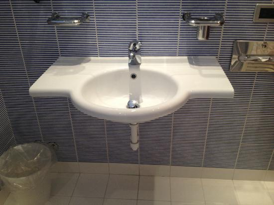 BEST WESTERN PLUS Hotel Bologna - Mestre Station: sink