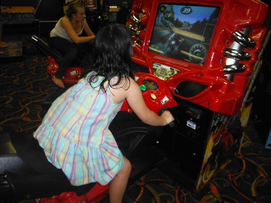 Coco Key Hotel and Water Park Resort: Salão de jogos