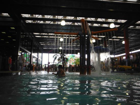 Coco Key Hotel and Water Park Resort: Piscina coberta do parque aquático 