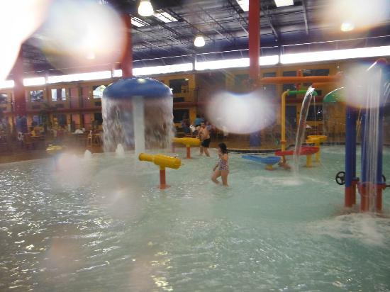 Coco Key Hotel and Water Park Resort: Piscina coberta do parque aquático do hotel que é fantástico 