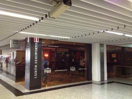 Rio Aeroporto Hotel: entrance on the 3rd floor of the airport