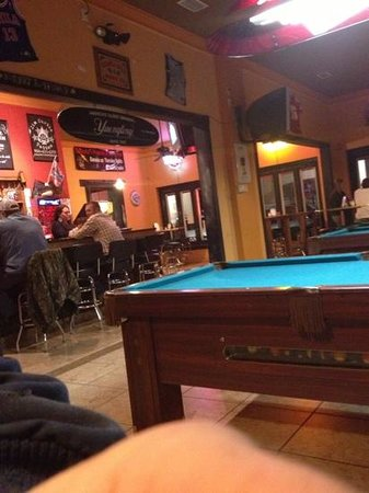 Calendar's Pizzeria & Sports Bar: not many people here