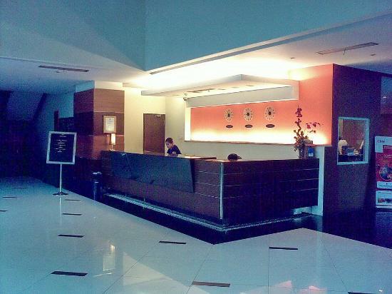 Hotel Menara Bahtera: Reception