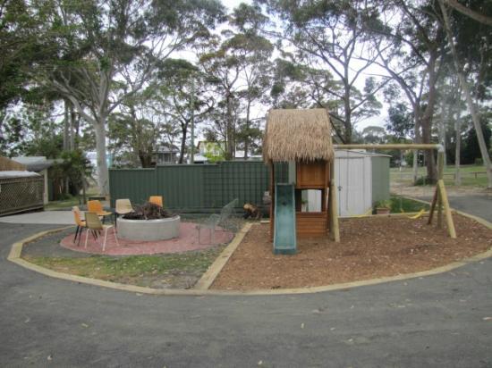 Palm Beach Caravan park : Wood Fired Grill & Child's Play Area