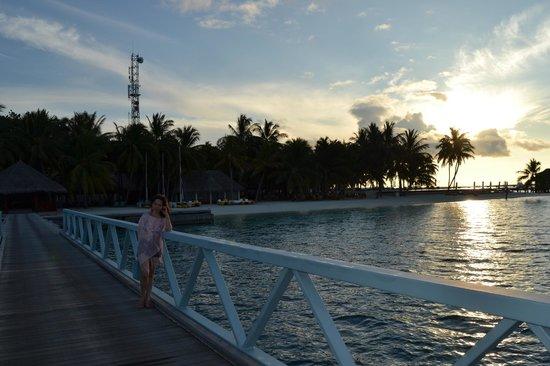 คอนราด มัลดีฟส์ รางกาลี  ไอแลนด์ รีสอร์ท: the bridge connecting the two islands
