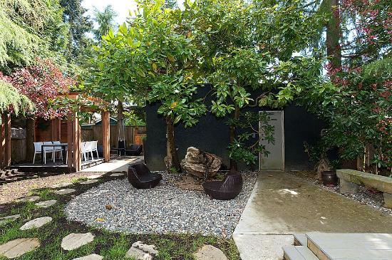 House On Dunbar B&B : Outdoor space