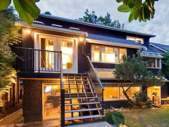 House On Dunbar B&B : View from back yard