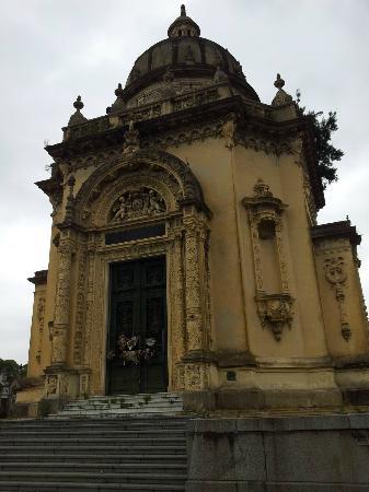 La Chacarita Cemetery : Hermosa iglesia!