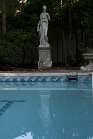 Noble Inns - Aaron Pancoast Carriage House: Carriage house pool