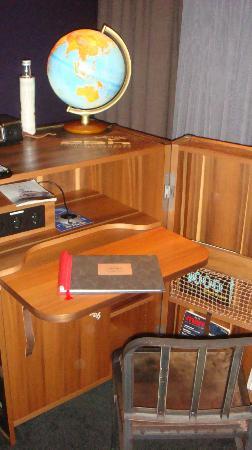 25hours Hotel HafenCity: desk