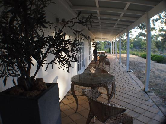 Llewellin's Guest House: The veranda, where I spent several hours reading in peace and admiring the wildlife