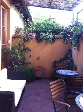 B&B Tourist House Ghiberti : patio area