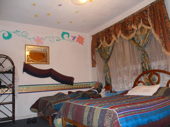 Folklore Hotel: We enjoyed the colorful decorations in our room.