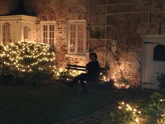15 Church Street Bed & Breakfast - Phillips-Yates-Snowden House: The courtyard lit for Christmas
