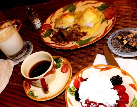 The Original Romar House Bed & Breakfast Inn: Breakfast is superb!