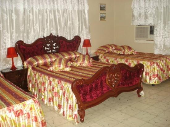 Casa Hostal Ivan & Lucy: habitacion del segundo piso