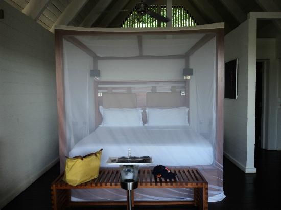 Boucan by Hotel Chocolat: Bedroom with efficient misquito netting