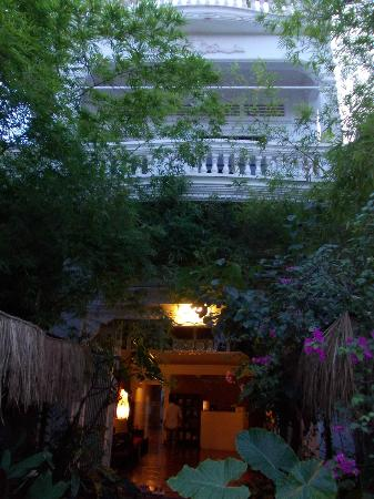 Ei8ht Rooms Guesthouse : Entrance and facade