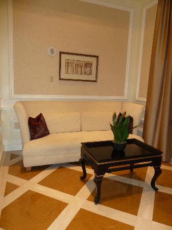 Four Seasons Hotel Las Vegas: Quiet sitting areas throughout the hotel
