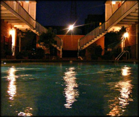 Hotel Provincial: the pool at night
