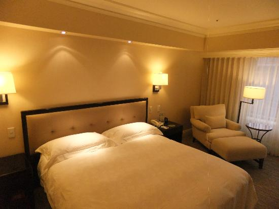 The Sherwood Taipei : bed and chair