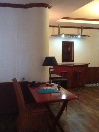 Dulcinea Hotel and Suites: desk