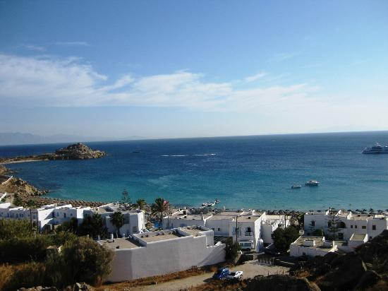Myconian Ambassador Relais & Chateaux Hotel: Sehr sauberer Strand in sehr kurzer Entfernung