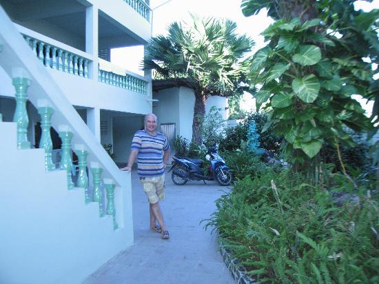 Royal Crown Hotel & Palm Spa Resort: Только мотобайк спасал!