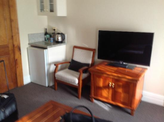 Clarion Hotel City Park Grand: Flat screen TV