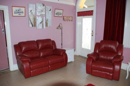 Must Love Dogs B&B & self contained cottage: quality leather lounge suite of chandelier suite
